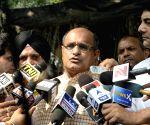 Bihar RJD, JD(U) and Congress leaders meet Election Commissioner