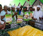 JDU workers pay obeisance at a dargah