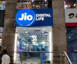 Jio posts Rs 990 cr net profit in Q2, ARPU drops