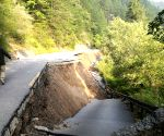 CHINA SICHUAN JIUZHAIGOU EARTHQUAKE CRACKS
