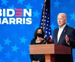 In historic rite, Biden,