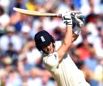 England lose Root, lead by 157 runs at lunch on Day 3
