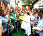 Journalists greet Mamata Bannerjee