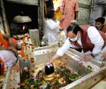 Free Photo: Varanasi:JP Nadda offers prayers at Kashi Vishwanath Temple in Varanasi