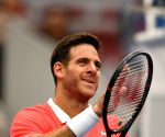 Del Potro fractures right kneecap