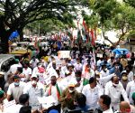 K'taka BJP supporters raise pro-Modi slogans at Cong rally
