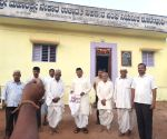 Free Photo: K'taka Congress leader goes into  begging mode to build party office in Bagalkot