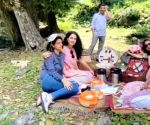 Free Photo: Kangana Ranaut picnics with family in Manali