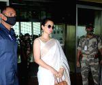 : Mumbai: Kangana Ranaut Spotted at Airport Departure