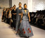 PAKISTAN KARACHI FASHION ZONIA ANWAAR