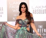 Lakme Absolute Grand Finale Ramp Walk: Kareena Kapoor was a drop dead gorgeous diva in this Amit Aggarwal emerald green couture