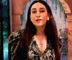 Karisma Kapoor turns 47, shares glam shots with fans on special day