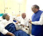 Karnataka CM, Ministers visit Siddaramaiah at a private hospital
