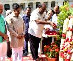 Karnataka CM pays tribute to Mahatma Gandhi