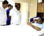 HD Kumaraswamy visits Anand Singh in hospital