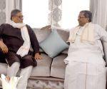 CM Siddaramaiah calls on Congress leader SM Krishna