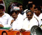 Siddaramaiah campaigns for Congress