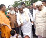 Siddaramaiah interacts with members of Mahadayi Horata Samiti