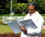 Siddaramaiah prepares the 2017 budget copy