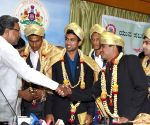 Siddaramaiah felicitates with CWG medal winners