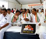 Karnataka Congress leaders' demonstration against state government