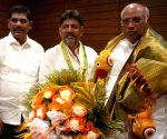 DK Shivakumar meets Mallikarjun Kharge