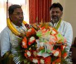 DK Shivakumar meets Siddaramaiah