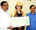 G. Parameshwara felicitates Ashwini Ponnappa