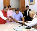 BJP legislators submit a memorandum to Karnataka Governor