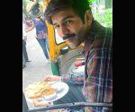 Pati, Patni Aur Woh: Kartik Aaryan enjoys Lucknow street food in auto-rickshaw