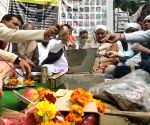 Kashmiri Pandits perform 'Hawan' for Pulmawa martyrs