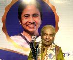 Indranil Sen confers Banga Bibhushan award on Birju Maharaj