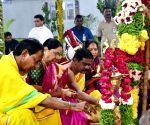KCR offers prayers at Tirupati temple