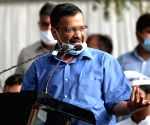 Kejriwal urges Centre to allow more firms to manufacture vaccines
