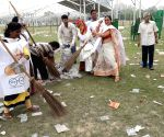 BJP conducts 'Swachh Bharat' drive in Kolkata ground