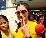 Bengal celebrities turn out to vote, inspire others