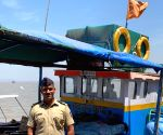Man uses boat to quarantine self in Bengal's Malda