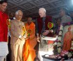 K N Tripathi pays tribute to Swami Vevekananda