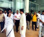 Raj Thackeray invites Mamata to anti-EVM campaign