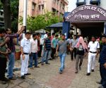 Mob attacks Kolkata police station, 2 held & 4 detained
