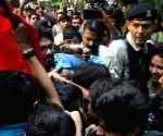 Bengal Guv rushes to save Supriyo, heckled in JU