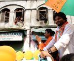 Babul Supriyo campaigning for BJP candidate for Kolkata Municipal Election