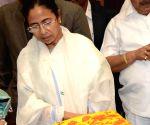 WB CM inaugurates 'Biswa Bangla Biponi Stall'