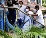 Mamata starts dharna in CBI's Kolkata office, violence erupts