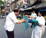 Mamata pays surprise visit to markets, pulls up police