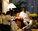 Mamata meets senior opposition leaders ahead of January 19 rally