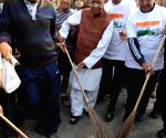WB Governor participates in Clean India Campaign