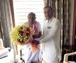 Dinesh Gundurao meets HD Devegowda