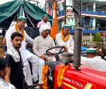 Free Photo: Ghazipur: Kranti Yatra from Saharanpur and Muzaffarnagar, which left for Ghazipur, was welcomed from place to place