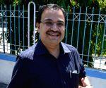 Kunal Ghosh walks into the Bidhannagar Police commissionerate for Sardha scam
